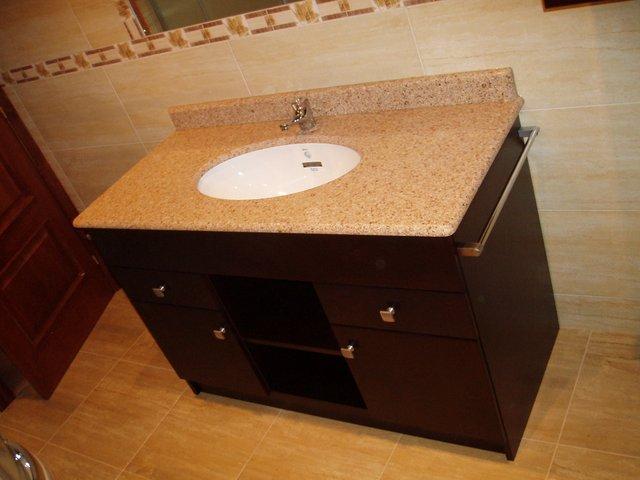 mueble de bao en nogal o wengue con piedra de marmol