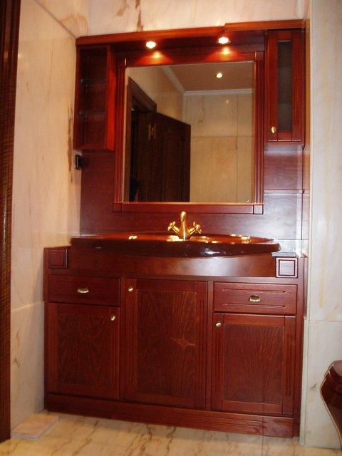 mueble de bao empotrado con luces de madera maciza