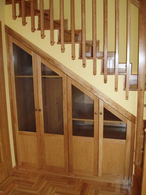 Armarios debajo de escaleras fabulous great muebles bajo for Cama bajo escalera