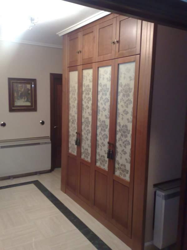 Armarios madera for Ganchos para cortinas de madera
