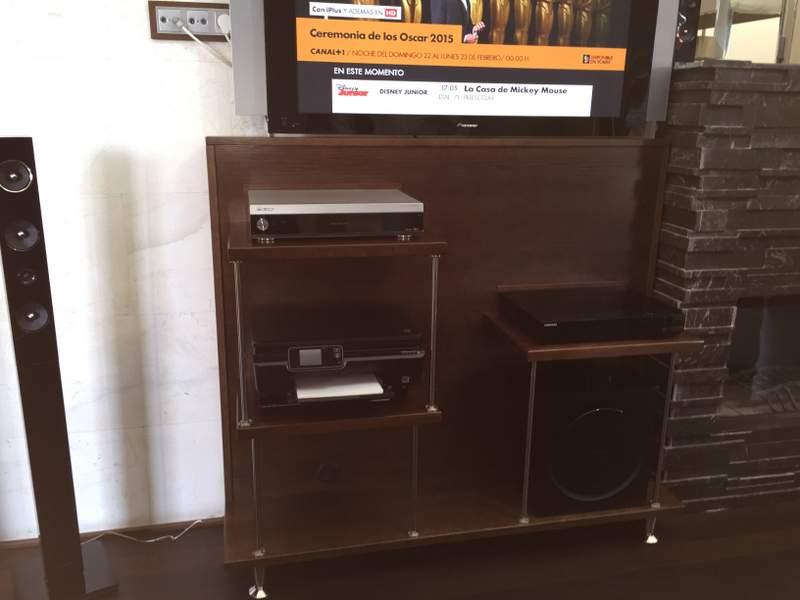 mueble auxiliar de color wengue para televisor