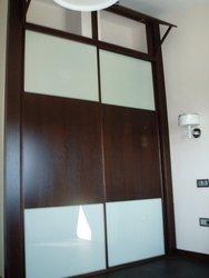 armario empotrado puertas de correderas wengue y cristal con altillo