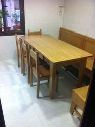 banco de cocina en madera de haya con mesa y sillas en madera