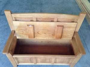 banco arcón o banco carbonero en madera de castaño con baúl