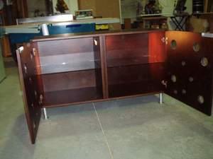 mueble auxiliar de color nogal con diseño japones y luces