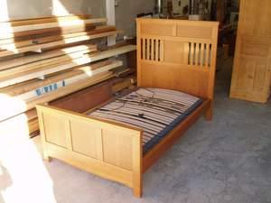 cama completa de madera de cerezo con somier electrico