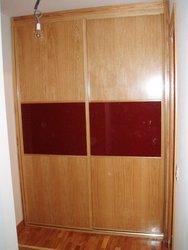 armario empotrado puertas de correderas roble y cristal granate