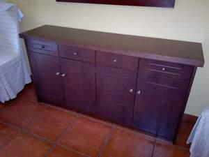 mueble auxiliar de wengue con puertas y cajones