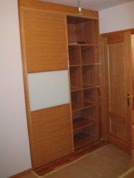 armario empotrado puertas de correderas roble, cristal blanco o leche y interior