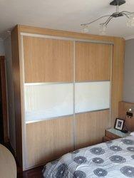 armario empotrado puertas de correderas roble y cristal